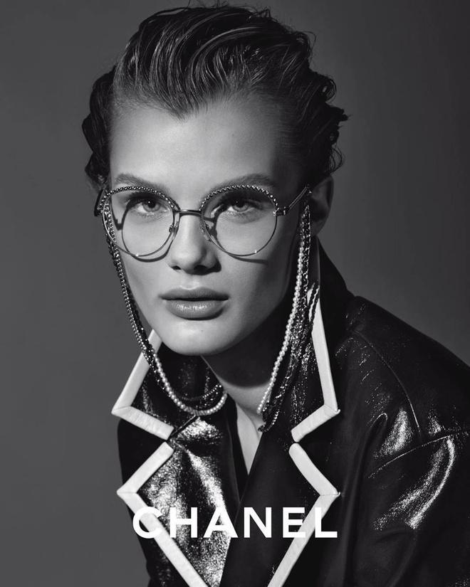 Какие очки носить этой весной: идеальные оправы в новой кампании Chanel (фото 0)