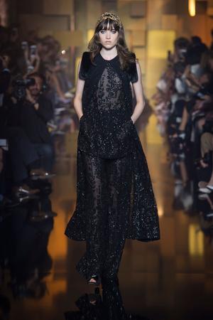 Показ Elie Saab коллекции сезона Осень-зима 2015-2016 года Haute couture - www.elle.ru - Подиум - фото 597180