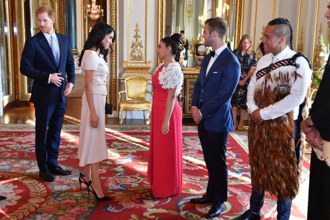 Меган Маркл вплатье Pradaнаприеме вБукингемском дворце (фото 3)