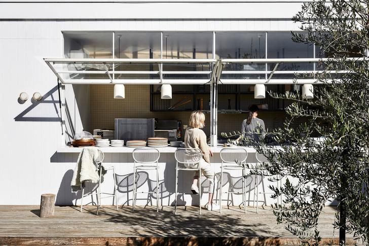 Mid-century гламур: пляжное кафе в Австралии (фото 12)