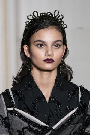 Хлоя Севиньи стала моделью на показе Simon Rocha в Лондоне (фото 10.2)