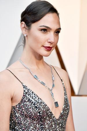 Лучшие бьюти-образы церемонии «Оскар-2018» (фото 19)