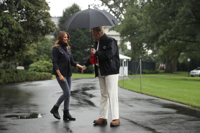 Мелания Трамп в черных ботинках Timberland и джинсах скинни (фото 4)