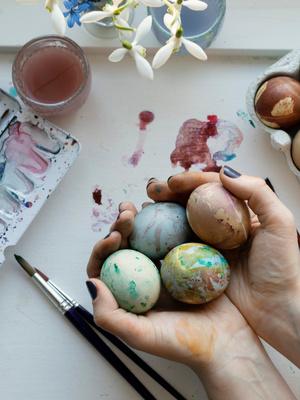 Вдохновение к Пасхе: 12 идей декора яиц и праздничного кулича (фото 7)
