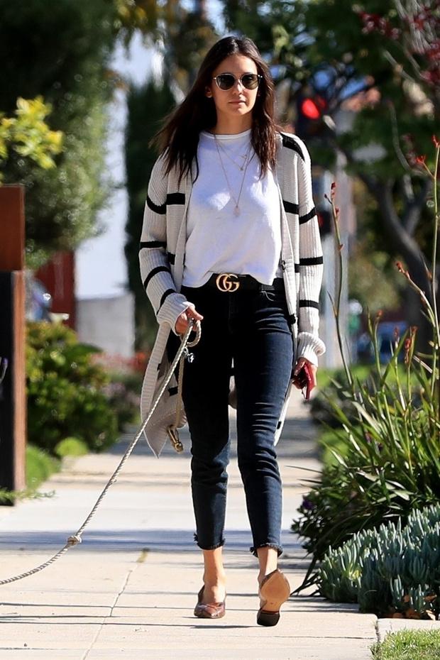 Полосатый кардиган + «хищные» мюли: Нина Добрев показывает, с чем носить джинсы скинни (фото 2)