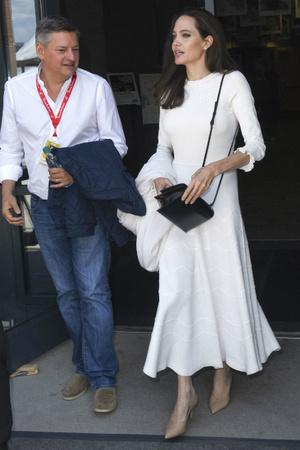 Богатые тоже плачут: что происходит со здоровьем Анджелины Джоли? фото [6]