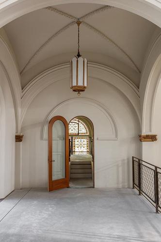 Дизайн-галерея в старой церкви Сан-Франциско (фото 3.1)