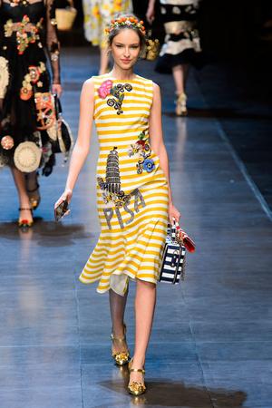 Показ Dolce & Gabbana коллекции сезона Весна-лето  2016 года prêt-à-porter - www.elle.ru - Подиум - фото 600497