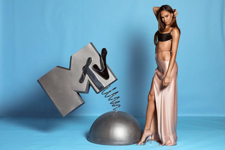 Обнаженные и откровенные: три супермодели на премии MTV EMA (фото 2)
