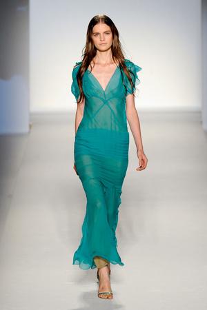 Показы мод Alberta Ferretti Весна-лето 2012 | Подиум на ELLE - Подиум - фото 1909