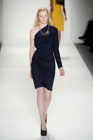 Показы мод Tadashi Shoji Осень-зима 2011-2012 | Подиум на ELLE - Подиум - фото 2440