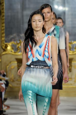 Показы мод Marco De Vincenzo Весна-лето 2012 | Подиум на ELLE - Подиум - фото 1888