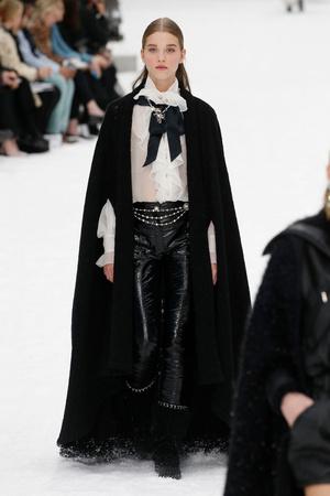 Последний показ эры Карла: Chanel RTW Fall 2019 (фото 3.1)