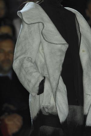 Показ Yohji Yamamoto коллекции сезона Осень-зима 2009-2010 года Prêt-à-porter - www.elle.ru - Подиум - фото 100293