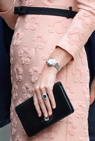 Почему Кейт Миддлтон никогда не красит ногти ярким лаком? фото [15]