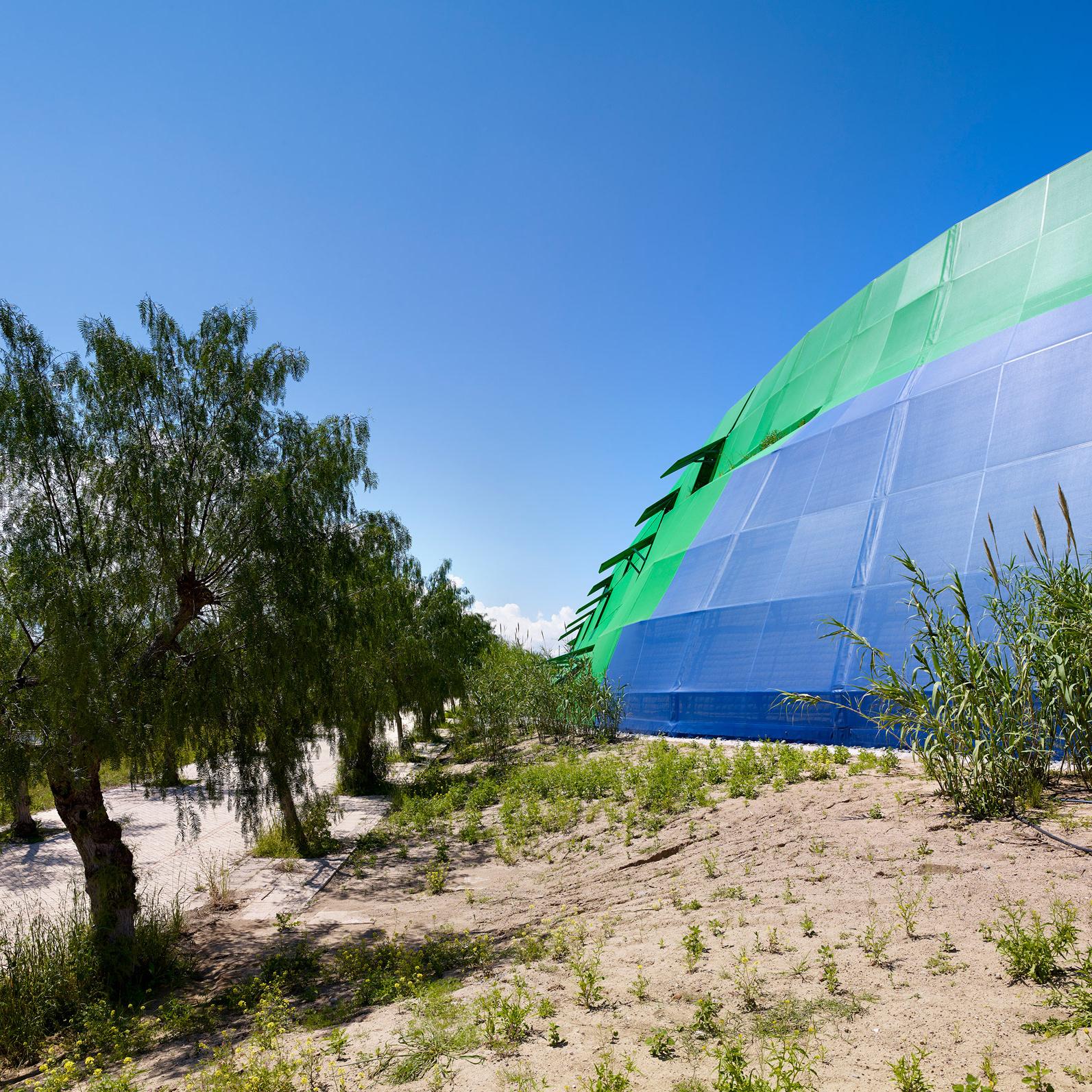 Яркая библиотека по проекту Жана Нувеля (галерея 14, фото 3)
