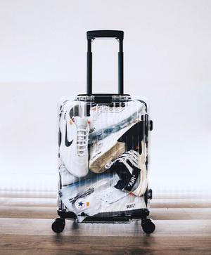 Новая коллаборация Off-White и Rimowa скрыла содержимое багажа (фото 1.1)