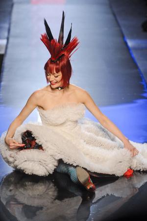 Показы мод Jean Paul Gaultier Весна-лето 2011 | Подиум на ELLE - Подиум - фото 2453