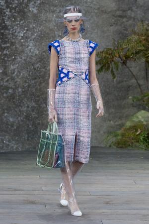 Показ Chanel коллекции сезона Весна-лето 2018 года Prêt-à-porter - www.elle.ru - Подиум - фото 659461