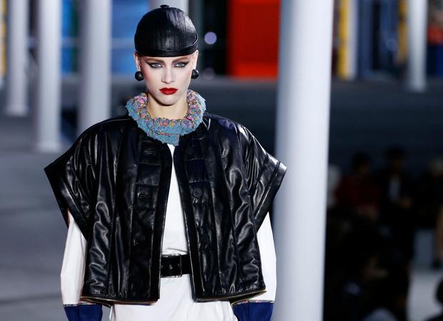 От хип-хопа до фанка 1980-х: смешение стилей на показе Louis Vuitton? (фото 13)