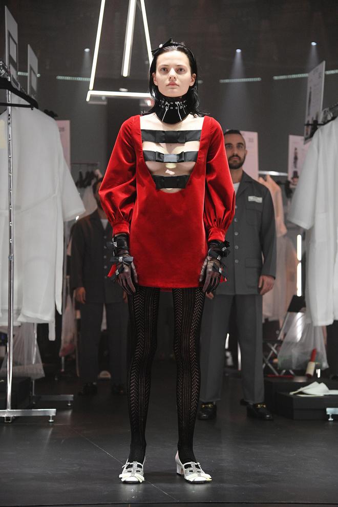 Мастера Gucci дошивали одежду прямо на показе (фото 8.2)