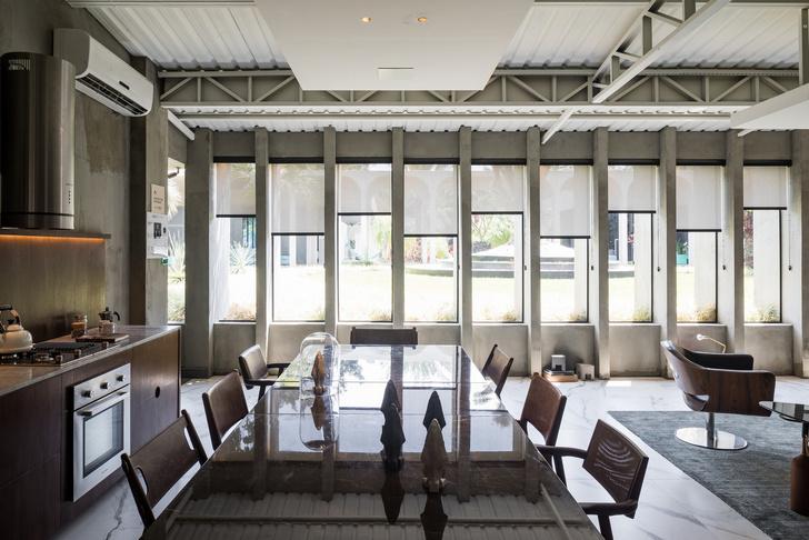 Студия в бывшей школе, построенной Оскаром Нимейером (фото 17)