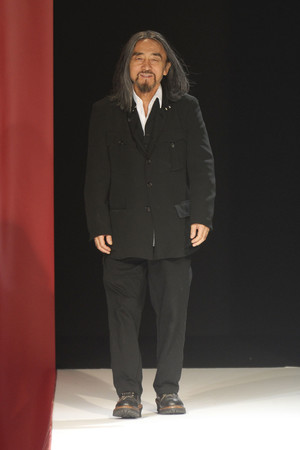 Показ Yohji Yamamoto коллекции сезона Весна-лето 2012 года Prêt-à-porter - www.elle.ru - Подиум - фото 310825