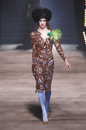 Показы мод Vivienne Westwood Осень-зима 2010-2011 | Подиум на ELLE - Подиум - фото 2725