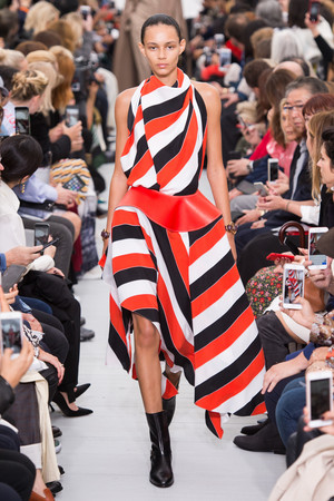 Показы мод Celine Весна-лето 2018 | Подиум на ELLE - Подиум - фото 5721