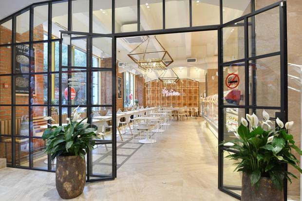 В центре Москвы открылась новая кондитерская-кулинария «Брусника» (фото 1)