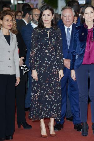 Стильная и эко-ответственная: королева Летиция на выставке в Мадриде (фото 1.1)
