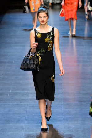 Показ Dolce & Gabbana коллекции сезона Весна-лето  2016 года prêt-à-porter - www.elle.ru - Подиум - фото 600504
