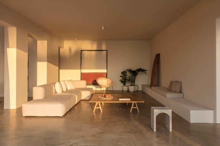 Белоснежная вилла на Санторини от Kapsimalis Architects (фото 16)