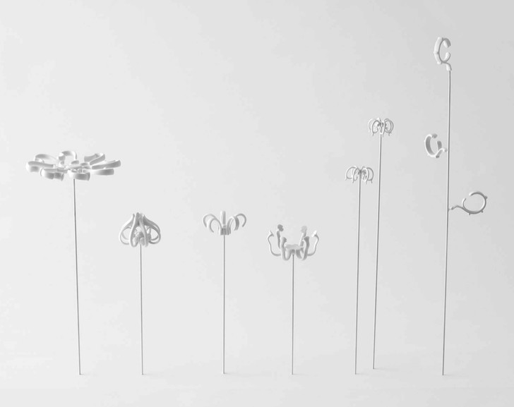 Белое братство: столики и цветы из Севрского фарфора от Nendo (фото 5)