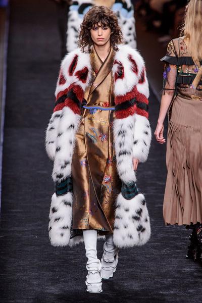 Самые красивые образы Недели моды в Милане   галерея [1] фото [27]