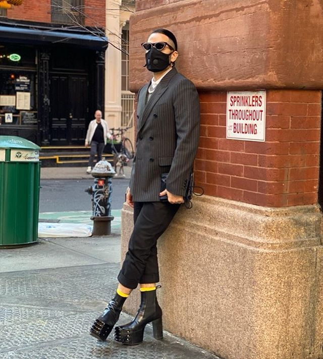 Маска для Марка: Марк Джейкобс превращает респиратор в модный манифест (фото 2)