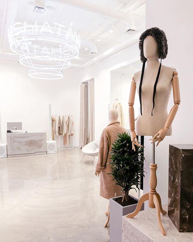 Как выглядят пространства успешных fashion-брендов в России (галерея 8, фото 1)