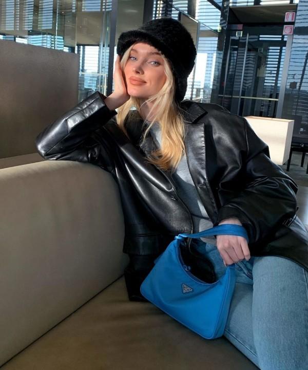 Пушистая панамка и сумочка Prada: новый образ Эльзы Хоск