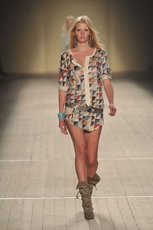 Показ Isabel Marant коллекции сезона Весна-лето 2009 года prêt-à-porter - www.elle.ru - Подиум - фото 85054