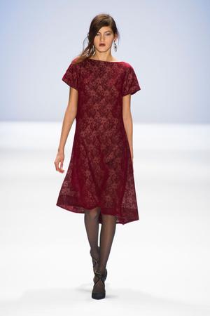 Показы мод Tadashi Shoji Осень-зима 2013-2014 | Подиум на ELLE - Подиум - фото 933