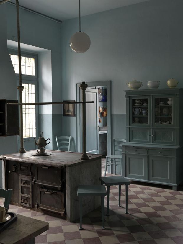 Кухня поместья лишь недавно была открыта для публики. В шкафах — посуда и утварь, сохранившиеся со времен д'Аннунцио.