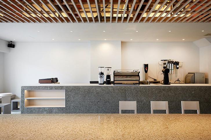 Аскетичное кафе в Японии (фото 2)