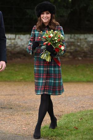 Битва герцогинь: Кейт и Меган — чей образ на рождественской службе лучше? (фото 7)