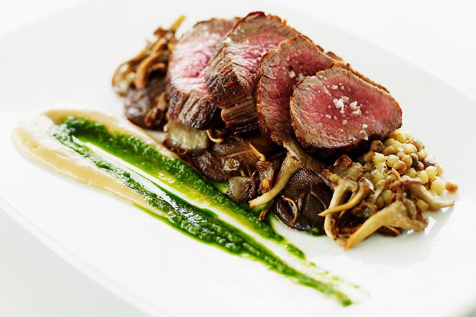 Мясо с грибами и фундуком
