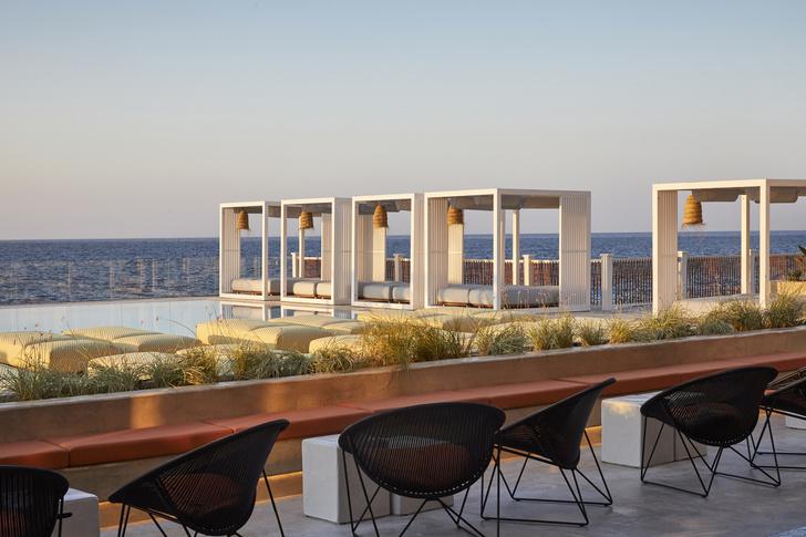 Бар на пляже по проекту Humbert & Poyet (фото 9)