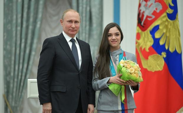 СМИ: фигуристка Евгения Медведева уходит от тренера (фото 2)