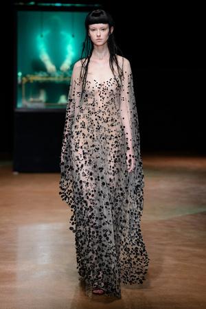Показ Iris van Herpen коллекции сезона Осень-зима 2017-2018 года Haute couture - www.elle.ru - Подиум - фото 623891