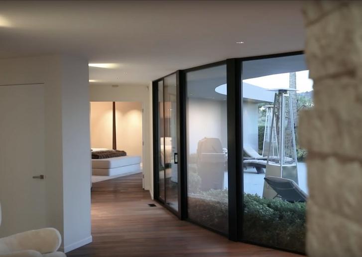 Илон Маск продает дом в Лос-Анджелесе за 4,49 млн долларов (фото 8)