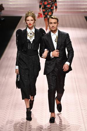 В духе Met Gala: звездопад на показе Dolce&Gabbana (фото 5.2)