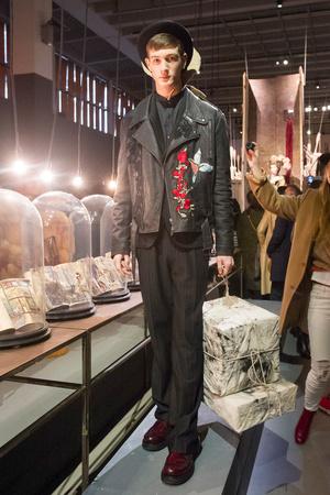 Показ Antonio Marras коллекции сезона Осень-зима 2017-2018 года Men prêt-à-porter - www.elle.ru - Подиум - фото 614833